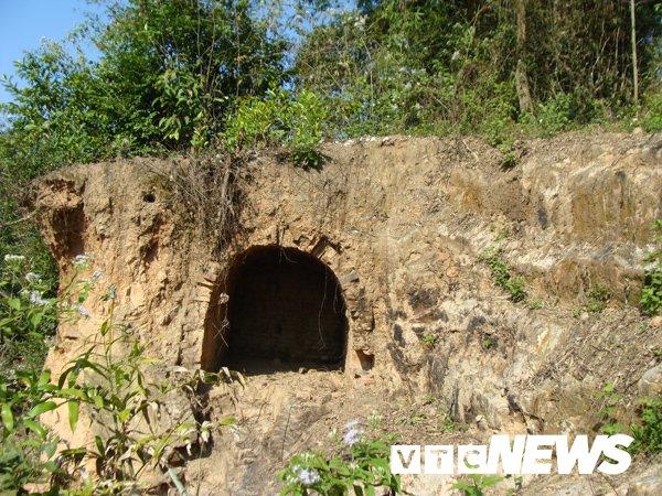 Một ngôi mộ Hán ở núi Phượng Hoàng, mà người dân nơi đây gọi là mộ Sở.