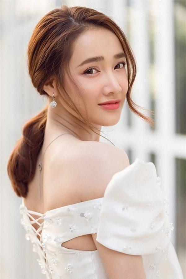 Bà xã Trường Giang luôn tin tưởng lựa chọn gạo lứt làm món ản giúp cô giảm cân và giữ dáng.