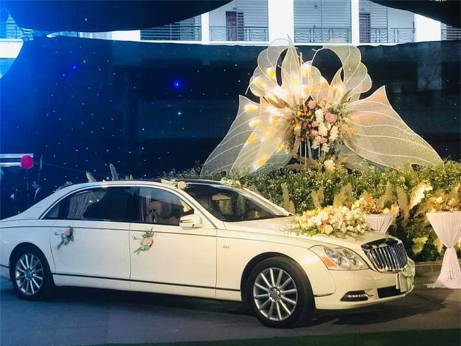 Hé lộ chi phí tổ chức khủng 54 tỷ đồng cùng hình ảnh dàn xe siêu sang biển tứ quý bạc tỷ trong đám cưới con đại gia Quảng Ninh  - Ảnh 7.