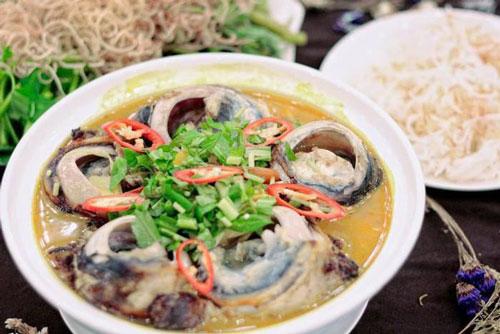 Món mắt cá ngừ đại dương từ lâu đã gắn liền với đời sống ẩm thực của người dân Tuy Hòa, Phú Yên. Món đặc sản Phú Yên bổ dưỡng này không phải ai cũng dám thử ngay lần đầu tiên.