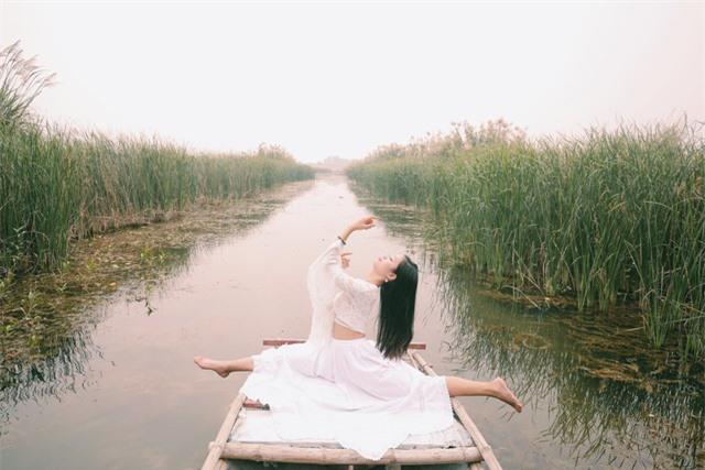 Ngỡ ngàng mùa sen giữa trời đông, lau đẹp như tranh ở Ninh Bình - Ảnh 4.