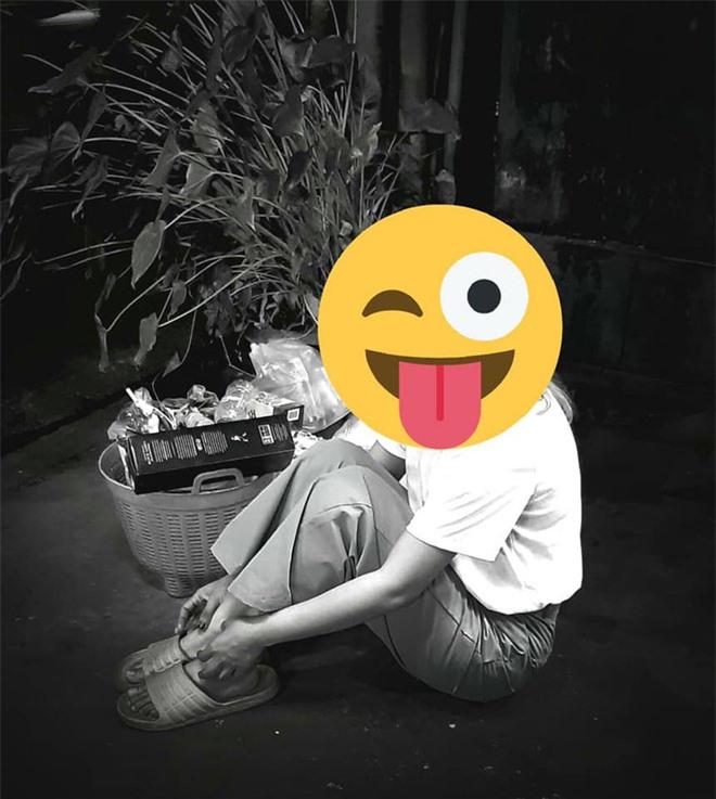 Trend chụp ảnh... cùng rác của Lisa (BLACKPINK) khiến netizens quốc tế xôn xao, đến khi fan Thái lên tiếng giải thích thì mới vỡ lẽ - Ảnh 4.