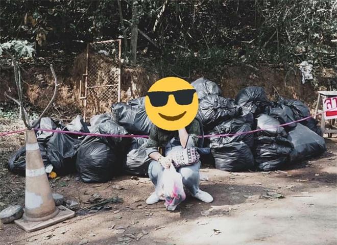 Trend chụp ảnh... cùng rác của Lisa (BLACKPINK) khiến netizens quốc tế xôn xao, đến khi fan Thái lên tiếng giải thích thì mới vỡ lẽ - Ảnh 6.