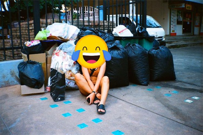 Trend chụp ảnh... cùng rác của Lisa (BLACKPINK) khiến netizens quốc tế xôn xao, đến khi fan Thái lên tiếng giải thích thì mới vỡ lẽ - Ảnh 9.