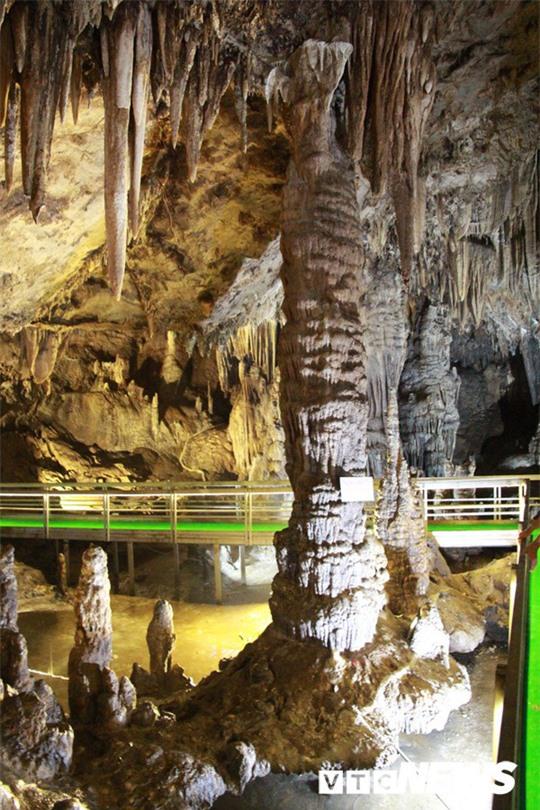 Bí ẩn vẻ đẹp kỳ ảo của hang động đẹp số 1 miền Bắc - Ảnh 2.