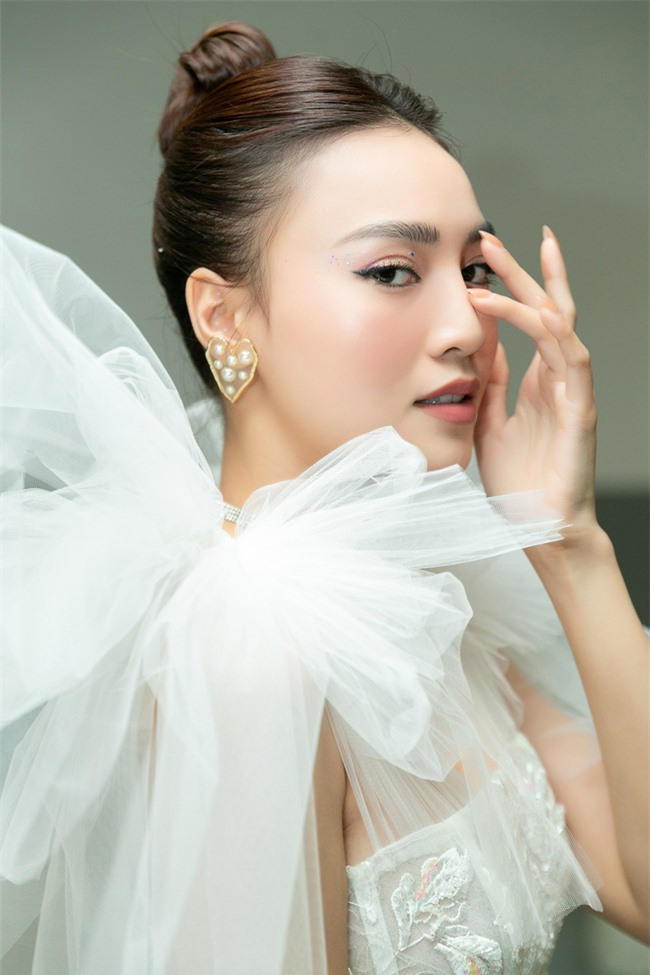 Ninh Dương Lan Ngọc hát live cực hay ho, vừa xuất hiện đã khiến fan náo loạn  - Ảnh 4.