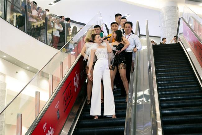 Ninh Dương Lan Ngọc hát live cực hay ho, vừa xuất hiện đã khiến fan náo loạn  - Ảnh 7.