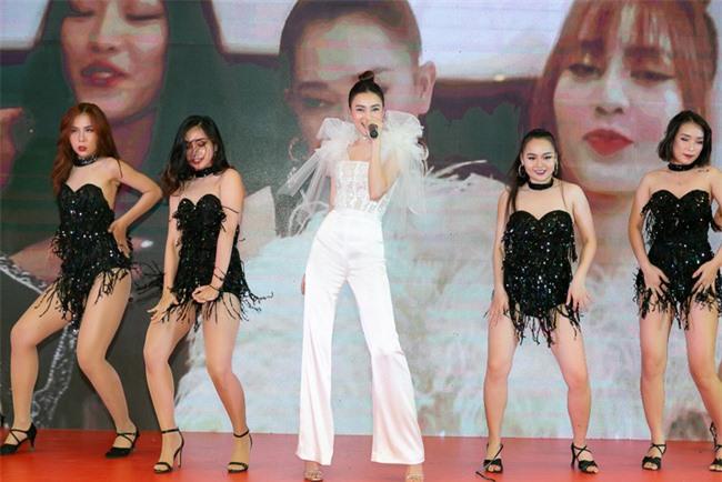Ninh Dương Lan Ngọc hát live cực hay ho, vừa xuất hiện đã khiến fan náo loạn  - Ảnh 9.