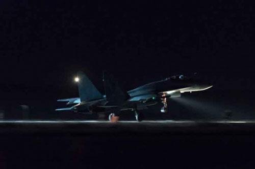 Theo thông tin trên trang Avia của Nga, vào ngày 30/12, các máy bay chiến đấu của Israel đã được gửi đến miền Đông Syria để tiến hành một loạt vụ tấn công tên lửa khác tại căn cứ quân sự Iran ở tỉnh Deir ez-Zor