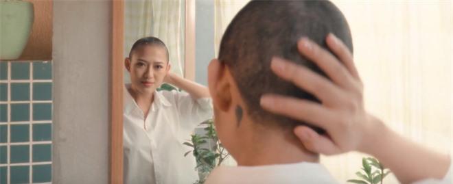 Tiểu tam Hoàng Thu Trang trong Sống Chung Với Mẹ Chồng tung MV debut, cạo đầu ngay sản phẩm chào sân Vpop! - Ảnh 6.