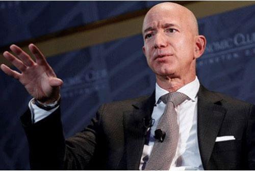Nhà sáng lập kiêm CEO Amazon Jeff Bezos là người giàu nhất thế giới năm 2019