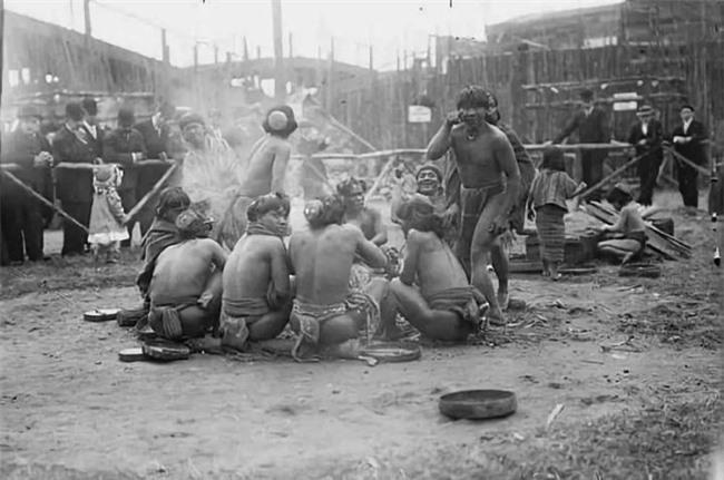 """""""Sở thú con người"""": Địa ngục trần gian của thổ dân nguyên thủy hay là nơi giáo dục quần chúng của những người da trắng văn minh bậc số 1 - Ảnh 7."""