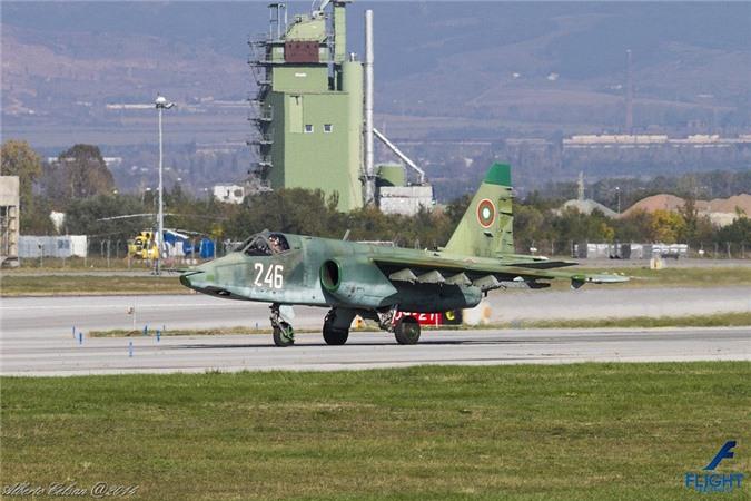 Su-25 thanh cong ruc ro o Trung Dong, xung dang thay the cho Su-22 Viet Nam-Hinh-11