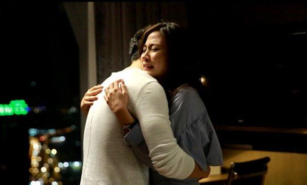 Phương và mẹ chồng ôm lấy nhau trong nước mắt (Ảnh minh họa)