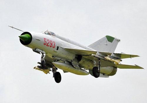 Chiến đấu cơ MiG-21 được Liên Xô sản xuất kể từ năm 1959. Tổng cộng đã có tới 11.496 chiếc MiG-21 từng được Liên Xô, Ấn Độ và Tiệp Khắc sản xuất, tuy nhiên con số trên chưa tính phiên bản J-7 được Trung Quốc sao chép trái phép của Moscow. Nguồn ảnh: Pinterest.