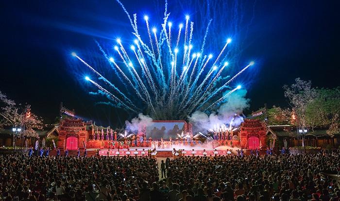 Các chương trình nghệ thuật tại Festival Huế luôn thu hút rất động người dân và du khách đến xem