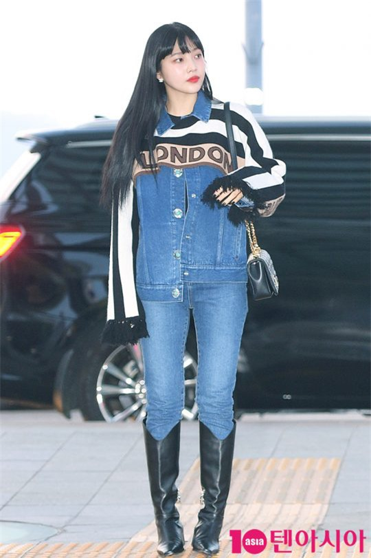 """HyunA diện đồ đơn giản lên đường sang Việt Nam, Red Velvet xinh hết cỡ nhưng Joy như lùn đi cả tất vì bị stylist """"hại"""" - Ảnh 9."""