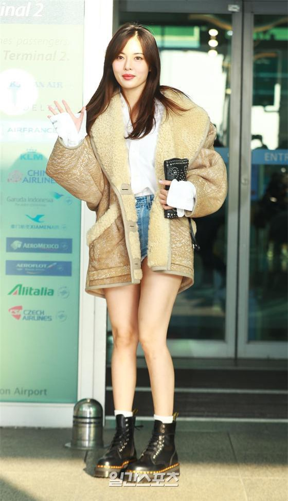 """HyunA diện đồ đơn giản lên đường sang Việt Nam, Red Velvet xinh hết cỡ nhưng Joy như lùn đi cả tất vì bị stylist """"hại"""" - Ảnh 2."""