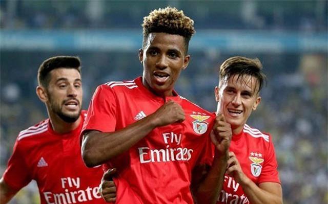 Fernandes đã gia nhập West Ham thay vì M.U