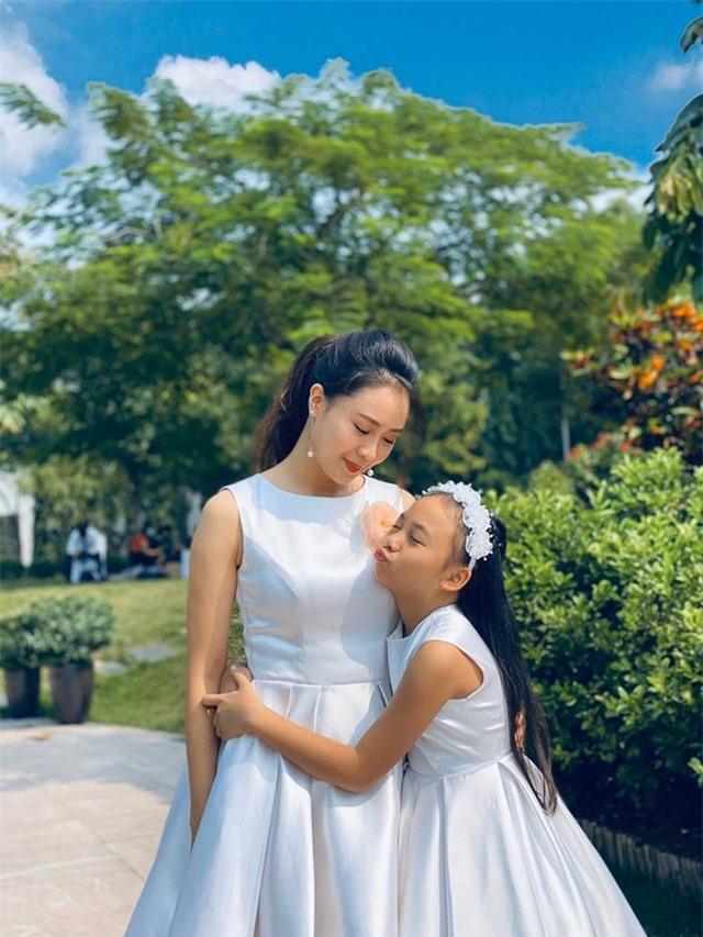 """Hồng Đăng, Hồng Diễm, Ngọc Quỳnh nói gì về kết phim """"Hoa hồng trên ngực trái""""? - 9"""