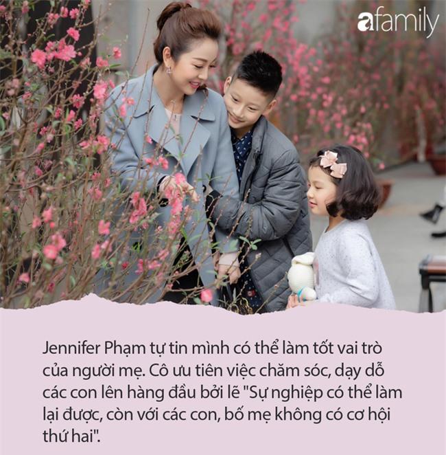 Jennifer Phạm từng khiến chị em xôn xao khi cho con riêng về Mỹ sống với bà ngoại, nhưng cách dạy con thật - Ảnh 4.