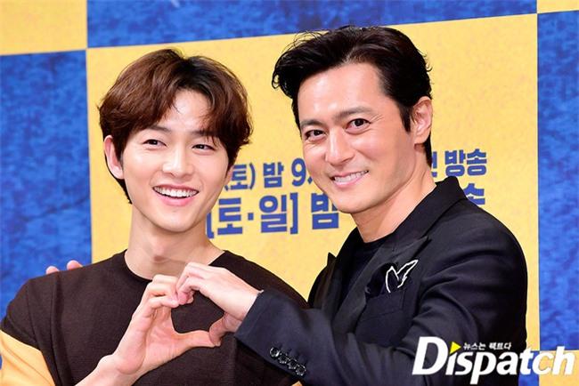 """Lộ nguyên nhân dẫn tới việc Song Joong Ki và Song Hye Kyo quyết định ly hôn, hóa ra lại liên quan tới vụ """"săn"""" gái trẻ của Jang Dong Gun? - Ảnh 4."""