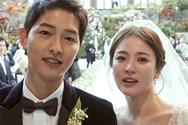 """Lộ nguyên nhân dẫn tới việc Song Joong Ki và Song Hye Kyo quyết định ly hôn, hóa ra lại liên quan tới vụ """"săn"""" gái trẻ của Jang Dong Gun? - Ảnh 5."""