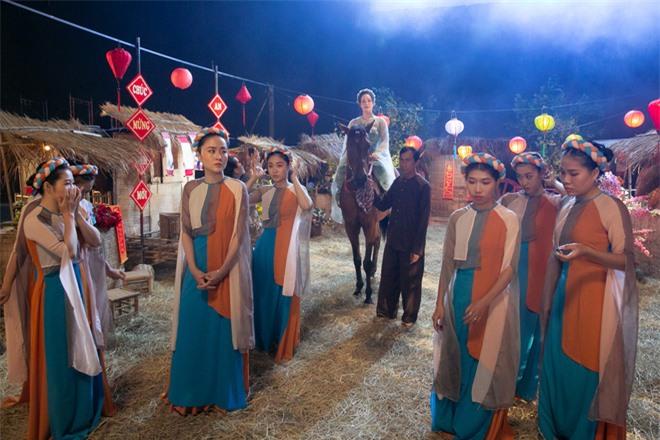 Thị Bình Nhật Kim Anh của Tiếng Sét Trong Mưa mang tích 12 Bà Mụ và truyền thuyết Thạch Sùng vào MV mới, khoe vẻ đẹp mặn mà không tuổi - Ảnh 6.