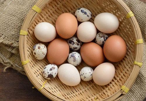 Omega-3 được tìm thấy trong cá béo (như cá hồi), hạt lanh, một số loại dầu như ô liu, và trứng giàu omega3, cùng với nhiều nguồn khác. Ảnh minh họa: Internet.