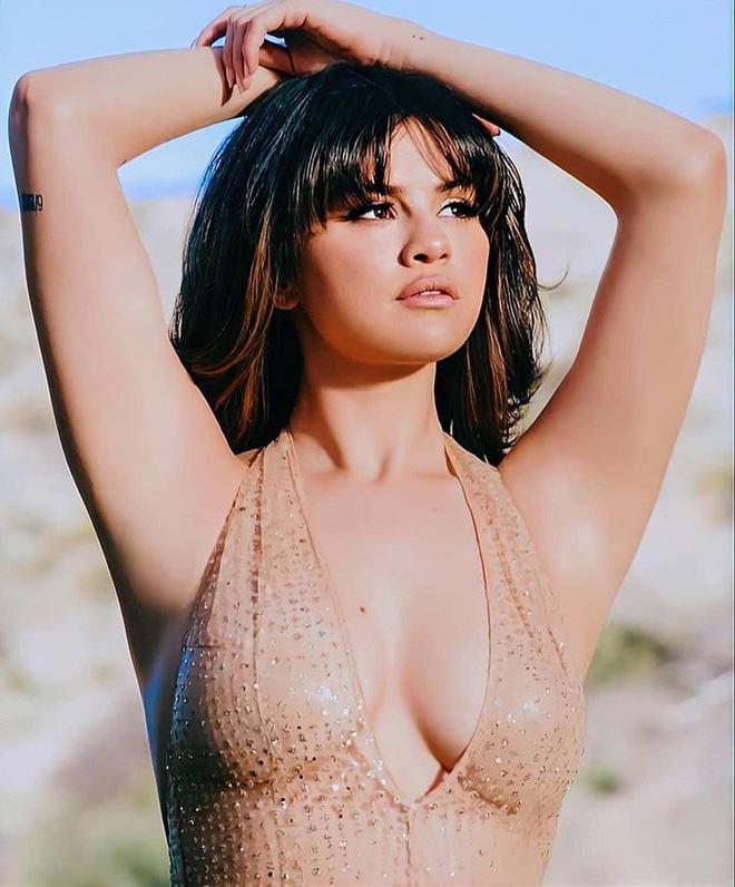 Selena khoe vẻ đẹp quyến rũ bùng nổ, vòng 1 bốc lửa trong hình hậu trường