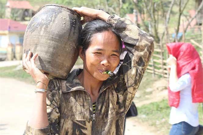 Cuộc sống săn bắt, hái lượm như người nguyên thủy ở bộ tộc kỳ lạ nhất Việt Nam - ảnh 4