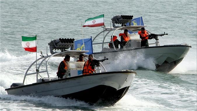 Manh mieng tuyen bo tra thu My, Hai quan Ve binh Cach mang Iran co gi?-Hinh-7