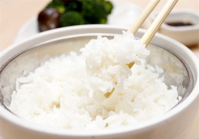 Nấu cơm vô gạo quá kỹ mất chất