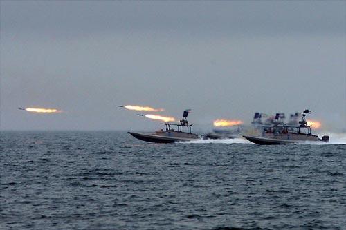 Thật vậy, hãng thông tấn Fars rạng sáng nay (giờ Việt Nam) dẫn lời Đô đốc Alireza Tangsiri tuyên bố mạnh mẽ rằng Hải quân Vệ binh Cách mạng Hồi giáo Iran (IRGC) đã sẵn sàng để trả thù Washington sau vụ ám sát tướng Qassem Soleimani - Tư lệnh Lực lượng Quads. Ảnh: Wikipedia