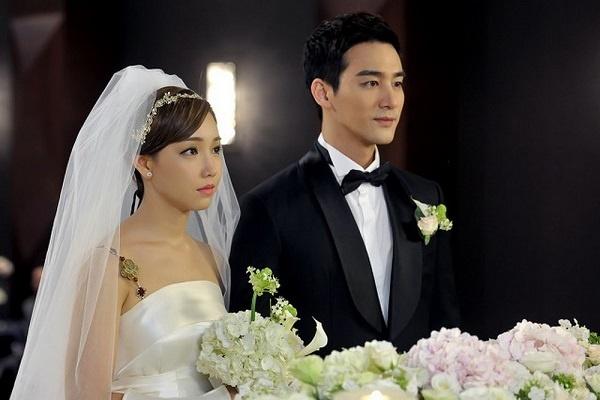 Yêu nhau 2 năm thì Long và Hương quyết định làm đám cưới. Suốt quãng thời gian yêu nhau Long cố gắng giữ gìn cho người yêu vì bản thân anh không muốn làm gì có hại cho Hương (ảnh minh họa)