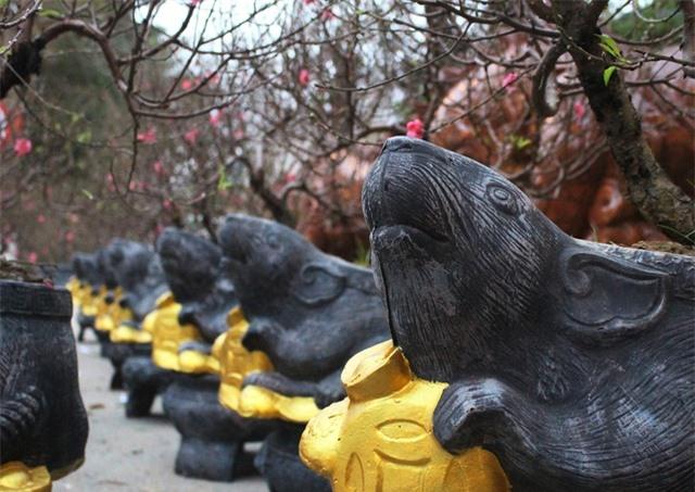 Độc đáo chuột vàng cõng hoa đào mừng xuân Canh Tý - 1