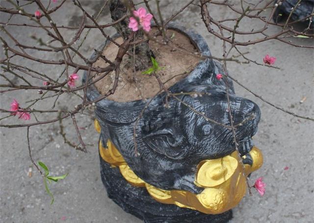 Độc đáo chuột vàng cõng hoa đào mừng xuân Canh Tý - 3