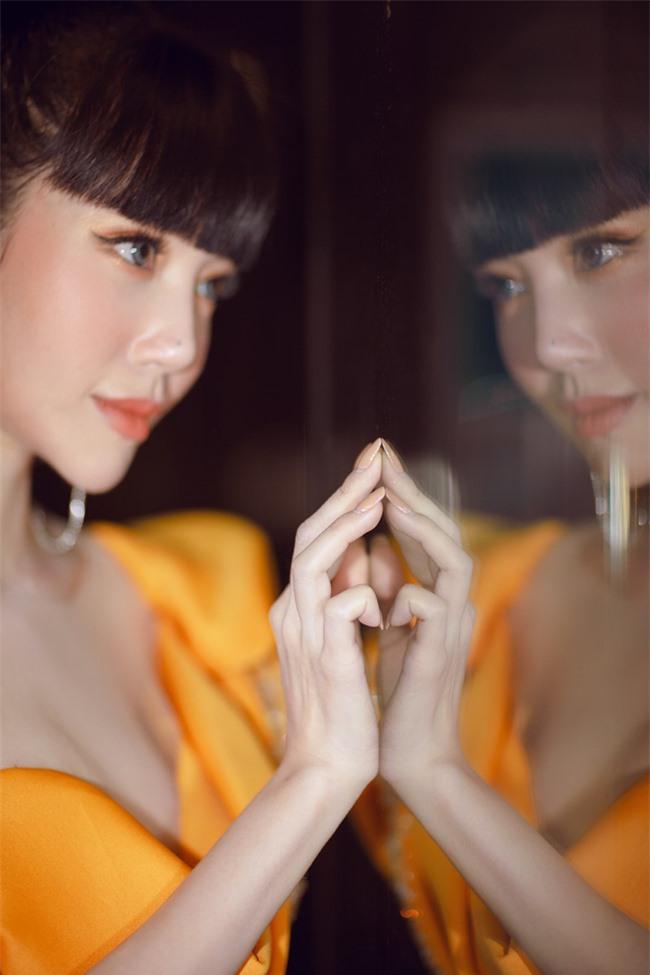 Elly Trần xuất hiện lộng lẫy như đóa hoa, trấn an fan về việc hốc hác, sụt cân vì chia tay chồng Tây  - Ảnh 10.