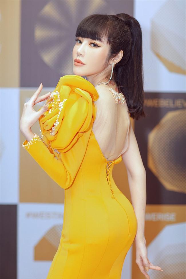 Elly Trần xuất hiện lộng lẫy như đóa hoa, trấn an fan về việc hốc hác, sụt cân vì chia tay chồng Tây  - Ảnh 4.