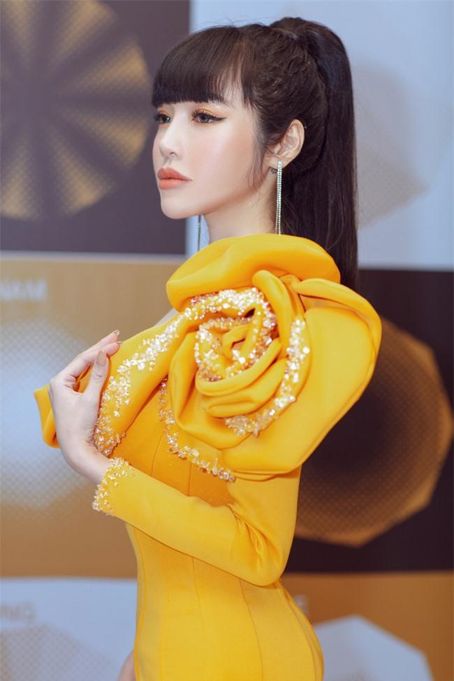 Elly Trần xuất hiện lộng lẫy như đóa hoa, trấn an fan về việc hốc hác, sụt cân vì chia tay chồng Tây  - Ảnh 5.