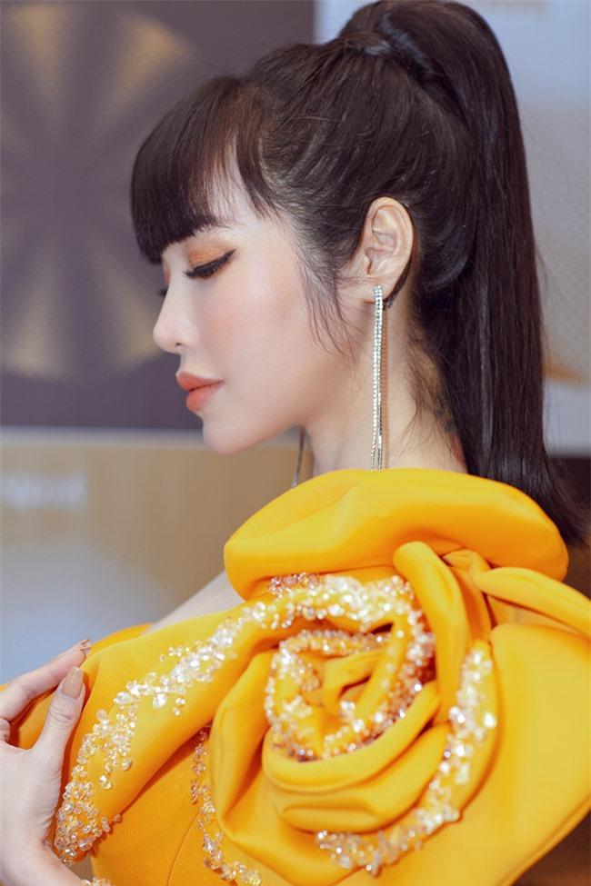 Elly Trần xuất hiện lộng lẫy như đóa hoa, trấn an fan về việc hốc hác, sụt cân vì chia tay chồng Tây  - Ảnh 6.