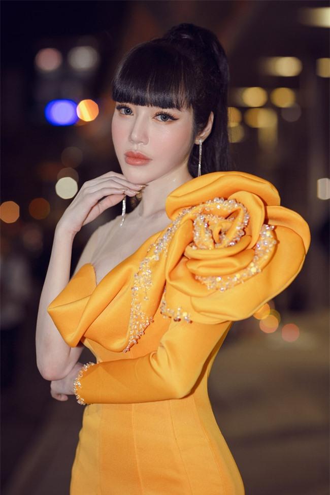 Elly Trần xuất hiện lộng lẫy như đóa hoa, trấn an fan về việc hốc hác, sụt cân vì chia tay chồng Tây  - Ảnh 9.
