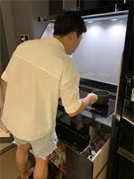 Trấn Thành gây hoang mang với chiếc quần ngắn cũn giống quần của Hari Won.