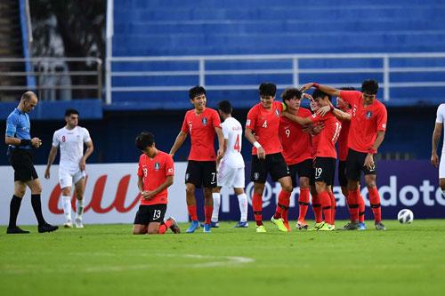 U23 Hàn Quốc là đội bóng đầu tiên vào tứ kết.