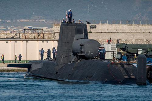 Các phương tiện truyền thông quốc tế báo cáo rằng một tàu ngầm tấn công hạt nhân lớp Astute của hải quân hoàng gia Anh đã có mặt ở ngoài khơi bờ biển Iran.