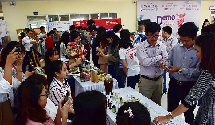 """Sản phẩm của các đơn vị, doanh nghiệp khởi nghiệp đổi mới sáng tạo tỉnh Thừa Thiên Huế tham gia trưng bày, giới thiệu tại chương trình """"Demo Day - Ngày hội kết nối đầu tư năm 2019"""""""