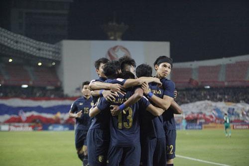Các cầu thủ U23 Thái Lan ăn mừng bàn thắng mở tỉ số, ảnh: T.Đ.