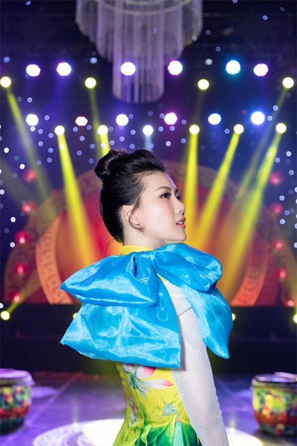 Có 5-6 đại gia muốn quan hệ tình cảm nhưng giải vàng Siêu mẫu Việt Nam 2018 từ chối vì lý do này - Ảnh 2.