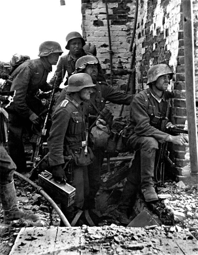 Loat anh kinh dien ve tran Stalingrad chan dong lich su-Hinh-4