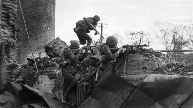 Loat anh kinh dien ve tran Stalingrad chan dong lich su-Hinh-5